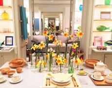 パリのDior本店で「ひきよせ」が展示・販売されています。