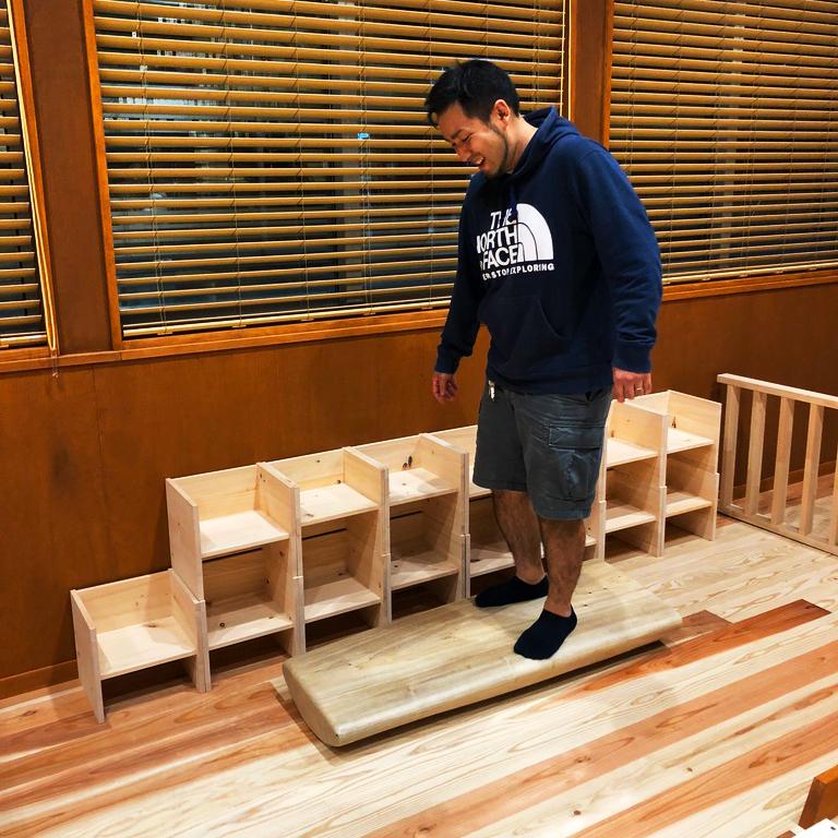 「ちがさき・もあな保育園」様の テーブル什器等を製作致しました。