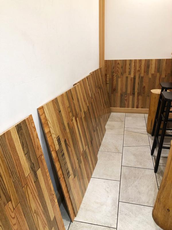 「きみのそば」に端材の壁を作りました。