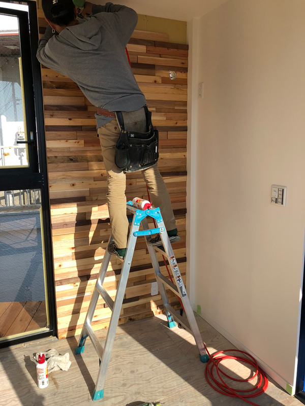 TETSUYAコンテナハウス様 物件のモザイク壁工事を行いました。