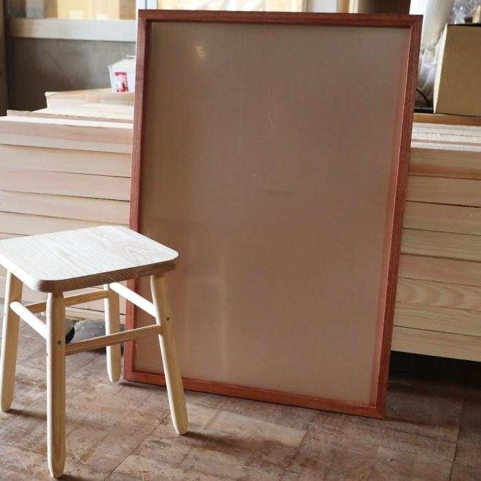 家具屋さんの商品ポスターのフレームを作製