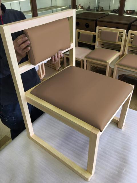 リニューアルオープンする「福田家」様のスツールを作製しました。