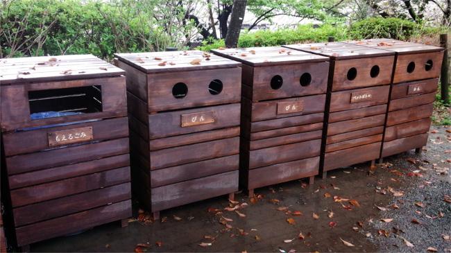 小田原城址公園のベンチとゴミ箱を製作