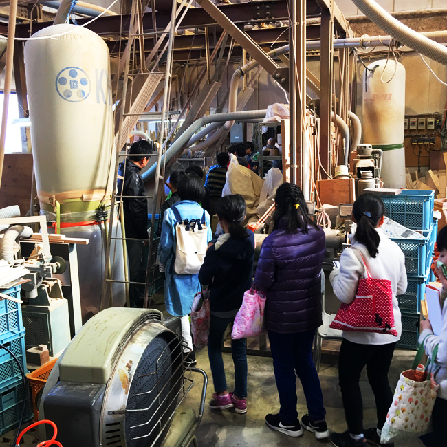 小田原市立大窪小学校生の工場見学